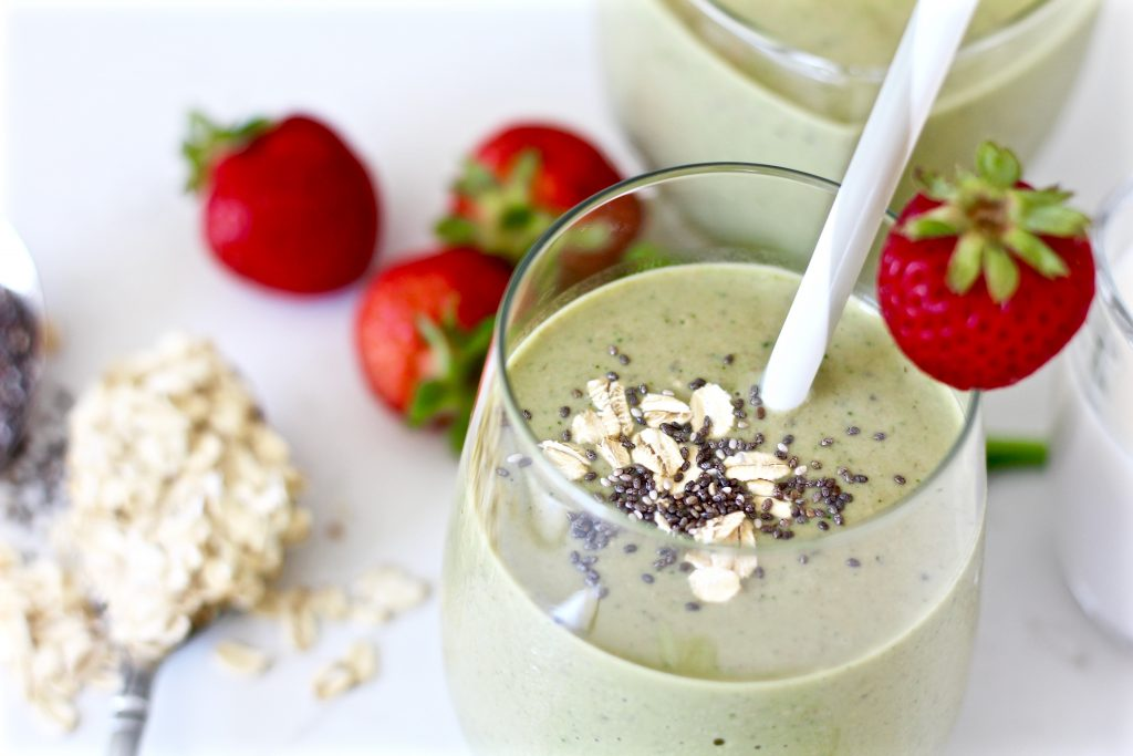 Healthy Filling Strawberry Oatmeal Breakfast Smoothie
